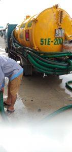 xe thông bồn cầu rút nước chậm